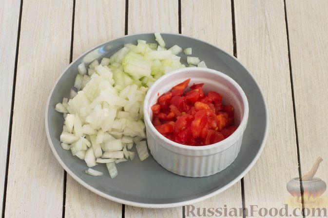 Фото приготовления рецепта: Горячий свекольник с фасолью - шаг №6