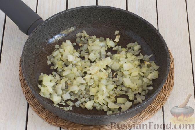 Фото приготовления рецепта: Горячий свекольник с фасолью - шаг №7