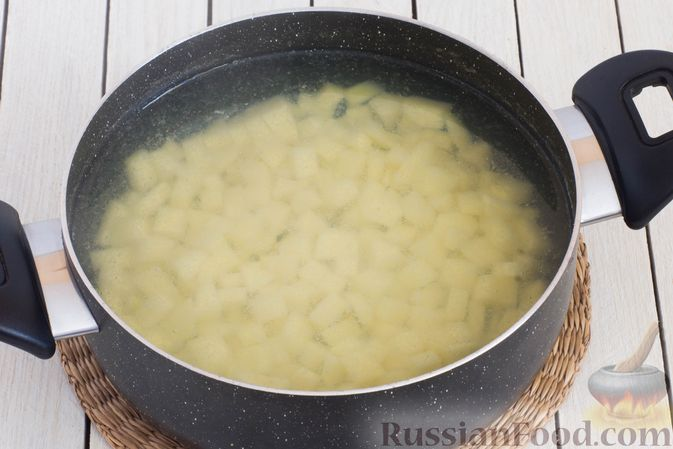 Фото приготовления рецепта: Горячий свекольник с фасолью - шаг №10