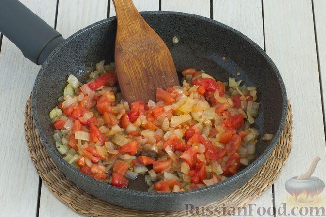 Фото приготовления рецепта: Горячий свекольник с фасолью - шаг №8