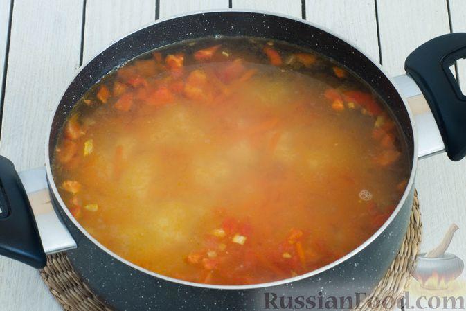 Фото приготовления рецепта: Горячий свекольник с фасолью - шаг №13