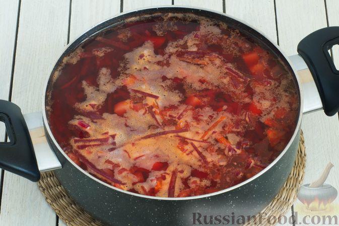 Фото приготовления рецепта: Горячий свекольник с фасолью - шаг №14