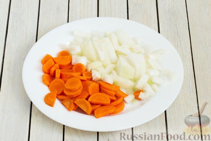 Фото приготовления рецепта: Гречка с брюссельской капустой, луком-пореем и морковью - шаг №2