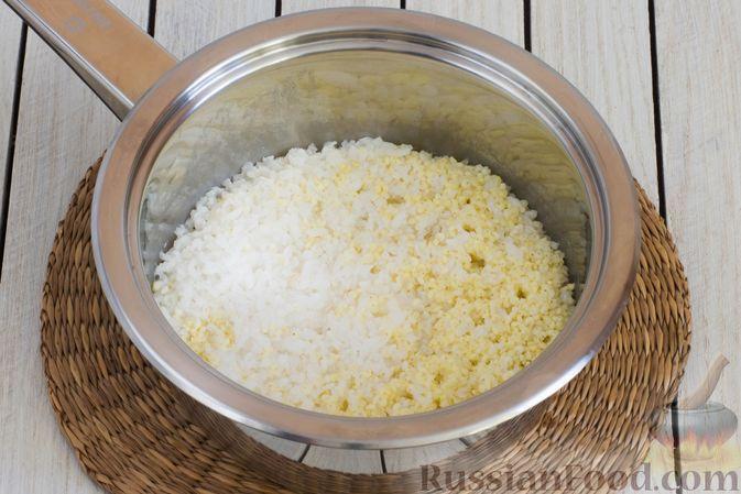 "Фото приготовления рецепта: Каша ""Дружба"" из риса и пшена, с курагой - шаг №4"