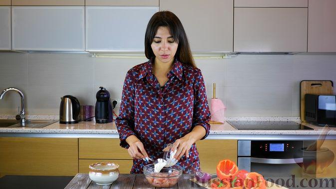 Фото приготовления рецепта: Тушёная капуста с кускусом и сладким перцем - шаг №11