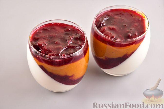 Фото приготовления рецепта: Тыквенно-сливочный десерт с джемом и орехами - шаг №9