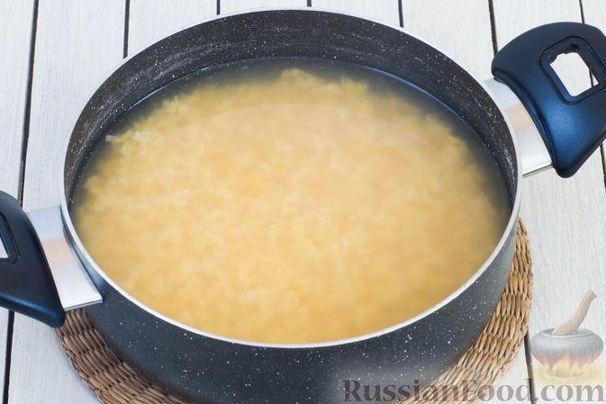 Фото приготовления рецепта: Гороховый суп-пюре со сливками и плавленым сыром - шаг №2