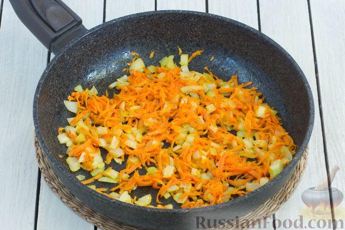 Фото приготовления рецепта: Гороховый суп-пюре со сливками и плавленым сыром - шаг №6