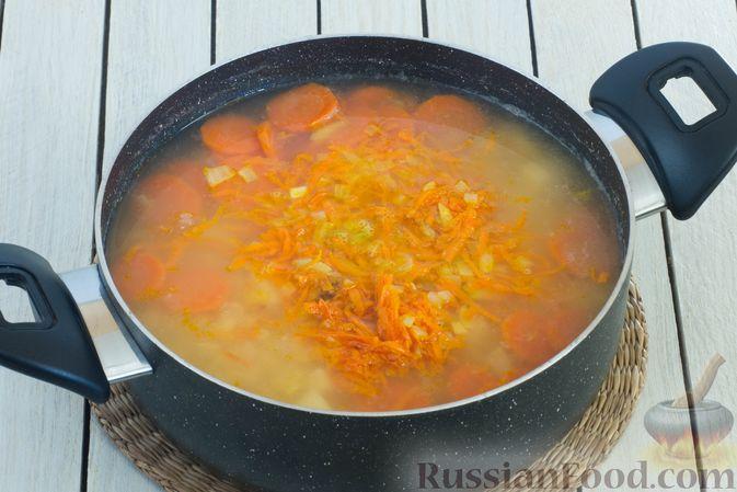 Фото приготовления рецепта: Гороховый суп-пюре со сливками и плавленым сыром - шаг №8
