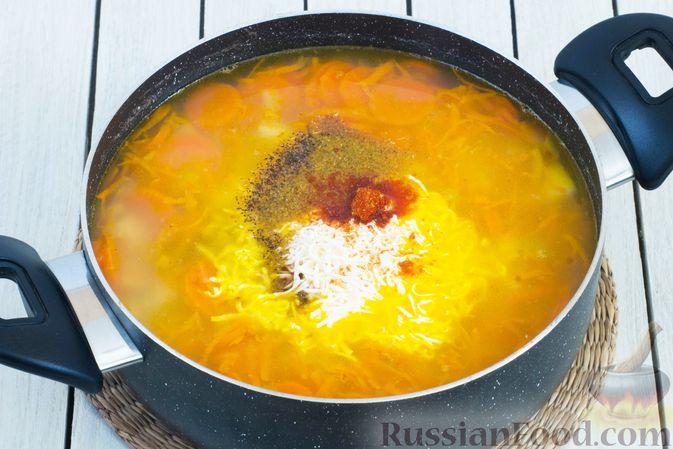 Фото приготовления рецепта: Гороховый суп-пюре со сливками и плавленым сыром - шаг №10