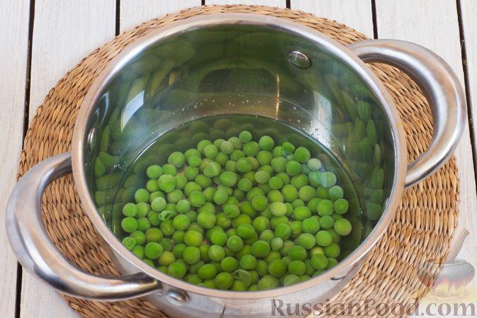 Фото приготовления рецепта: Гороховый суп-пюре со сливками и плавленым сыром - шаг №7