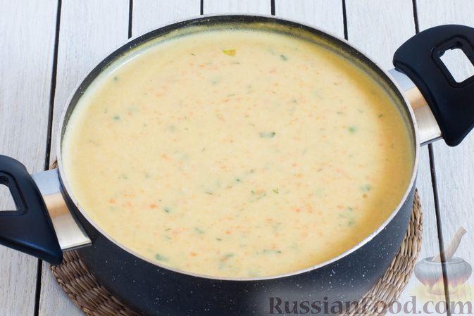 Фото приготовления рецепта: Гороховый суп-пюре со сливками и плавленым сыром - шаг №14