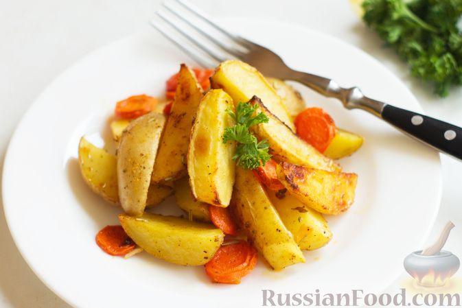 Фото к рецепту: Картошка, запечённая с морковью, пряностями и мёдом