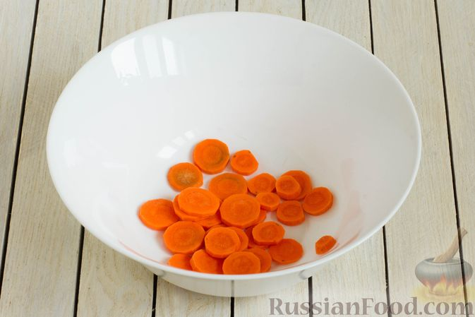 Фото приготовления рецепта: Картошка, запечённая с морковью, пряностями и мёдом - шаг №2