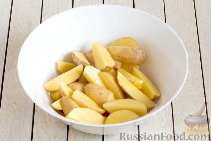 Фото приготовления рецепта: Картошка, запечённая с морковью, пряностями и мёдом - шаг №3