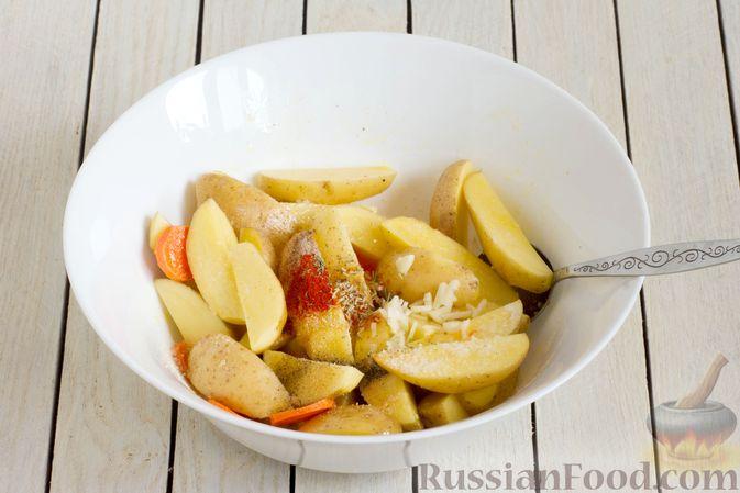 Фото приготовления рецепта: Картошка, запечённая с морковью, пряностями и мёдом - шаг №4