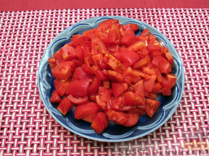 Фото приготовления рецепта: Томатный суп с мясным фаршем и яблоком - шаг №2