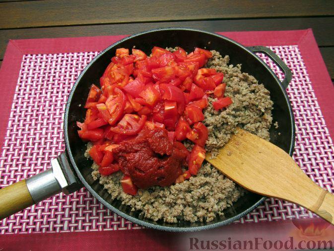 Фото приготовления рецепта: Томатный суп с мясным фаршем и яблоком - шаг №4