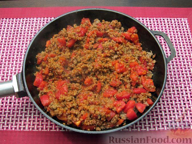Фото приготовления рецепта: Томатный суп с мясным фаршем и яблоком - шаг №5