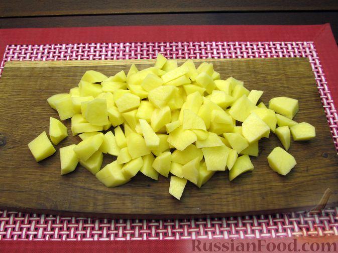 Фото приготовления рецепта: Томатный суп с мясным фаршем и яблоком - шаг №6
