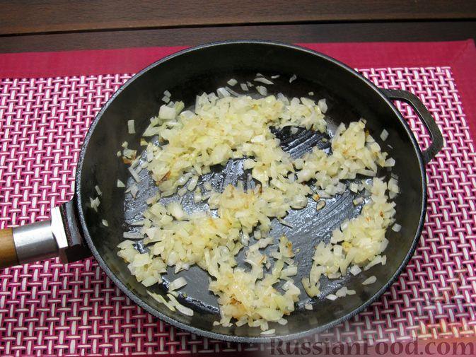 Фото приготовления рецепта: Томатный суп с мясным фаршем и яблоком - шаг №9
