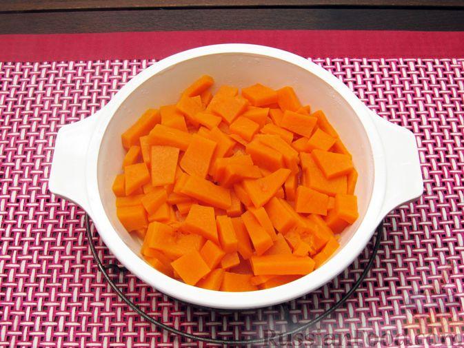 Фото приготовления рецепта: Тыквенные крокеты с морковью и сыром (в духовке) - шаг №3