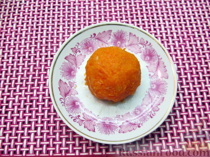 Фото приготовления рецепта: Тыквенные крокеты с морковью и сыром (в духовке) - шаг №12