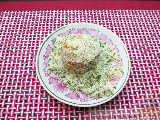 Фото приготовления рецепта: Тыквенные крокеты с морковью и сыром (в духовке) - шаг №15
