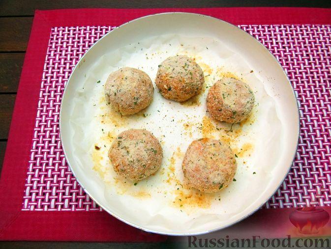 Фото приготовления рецепта: Тыквенные крокеты с морковью и сыром (в духовке) - шаг №17