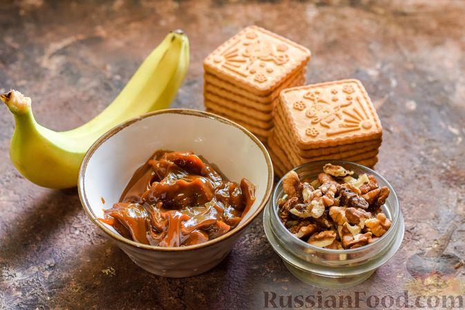 Фото приготовления рецепта: Конфеты из печенья, с бананом, сгущёнкой и орехами - шаг №1