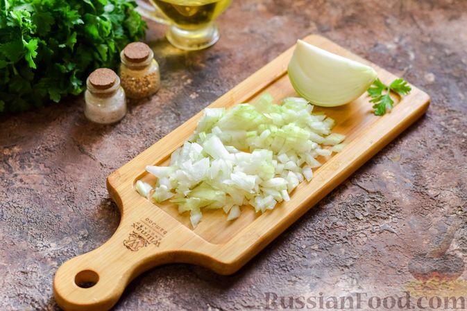 Фото приготовления рецепта: Салат с мясным фаршем, картофелем, болгарским перцем и яйцами - шаг №6