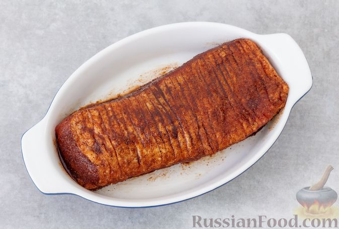 Фото приготовления рецепта: Свинина, запечённая с острым перцем и тростниковым сахаром - шаг №4