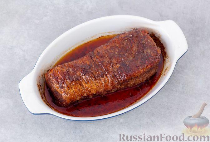 Фото приготовления рецепта: Свинина, запечённая с острым перцем и тростниковым сахаром - шаг №5