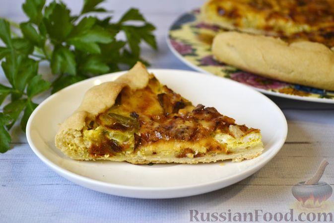 Фото к рецепту: Киш с луком-пореем и сыром