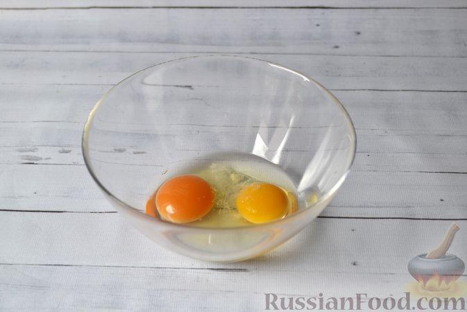 Фото приготовления рецепта: Киш с луком-пореем и сыром - шаг №10