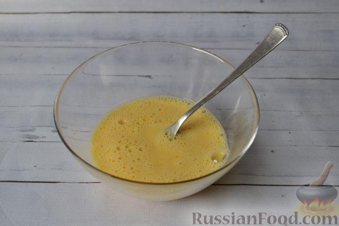 Фото приготовления рецепта: Киш с луком-пореем и сыром - шаг №13