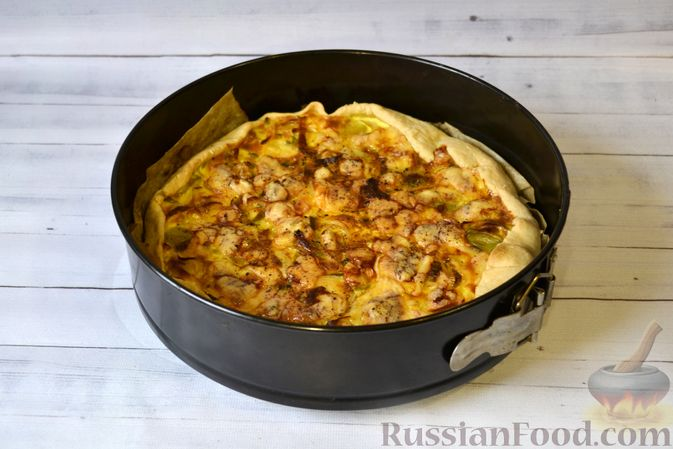 Фото приготовления рецепта: Киш с луком-пореем и сыром - шаг №19
