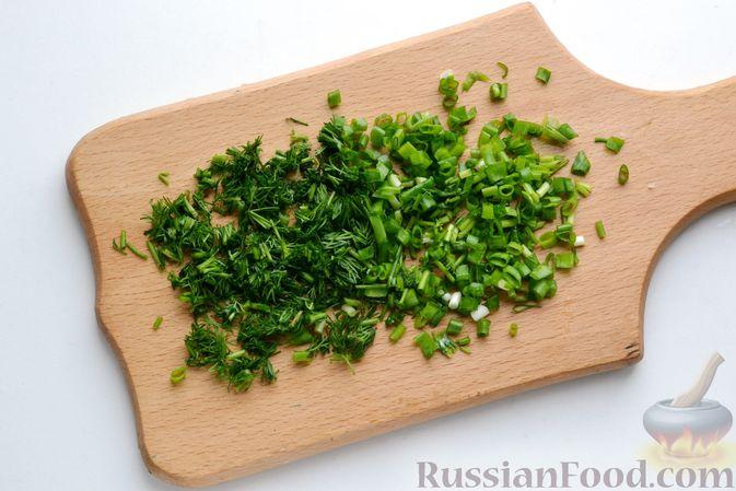 Фото приготовления рецепта: Бутерброды с яично-луковой намазкой - шаг №3