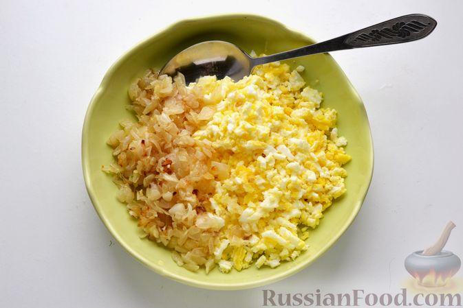 Фото приготовления рецепта: Бутерброды с яично-луковой намазкой - шаг №7
