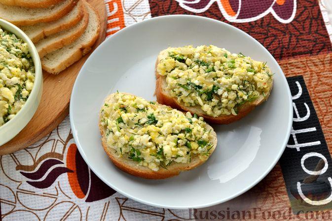 Фото приготовления рецепта: Бутерброды с яично-луковой намазкой - шаг №10