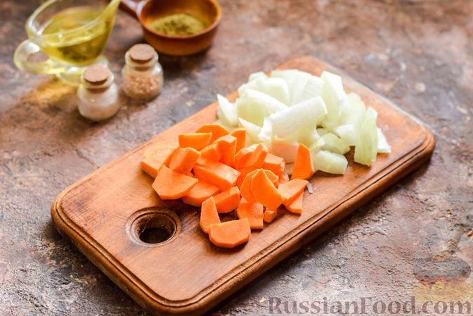 Фото приготовления рецепта: Овощной суп с фасолью и капустой - шаг №2