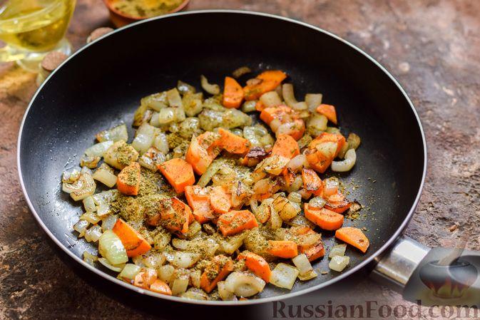 Фото приготовления рецепта: Овощной суп с фасолью и капустой - шаг №6