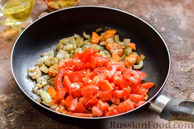 Фото приготовления рецепта: Овощной суп с фасолью и капустой - шаг №7