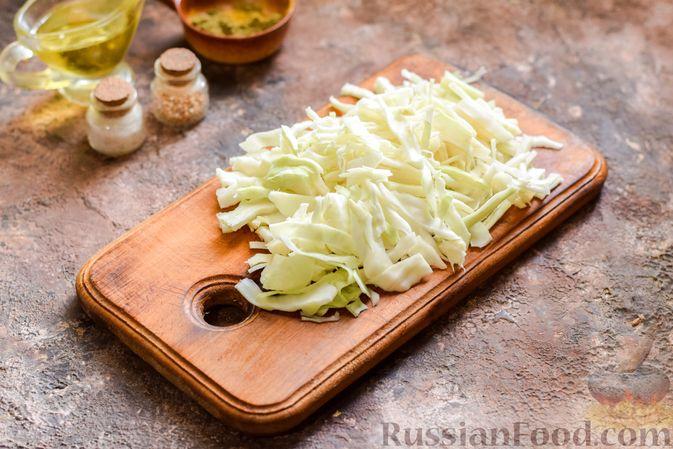 Фото приготовления рецепта: Овощной суп с фасолью и капустой - шаг №8