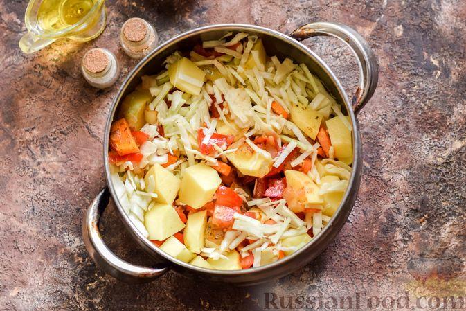 Фото приготовления рецепта: Овощной суп с фасолью и капустой - шаг №9