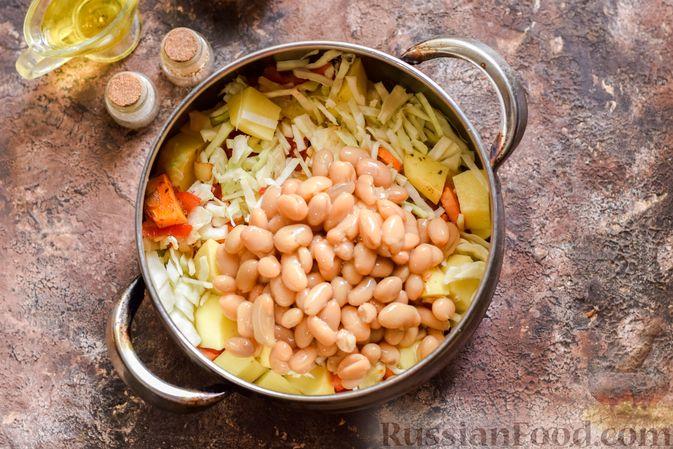Фото приготовления рецепта: Овощной суп с фасолью и капустой - шаг №10