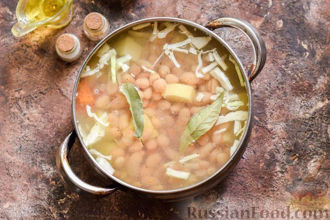 Фото приготовления рецепта: Овощной суп с фасолью и капустой - шаг №11
