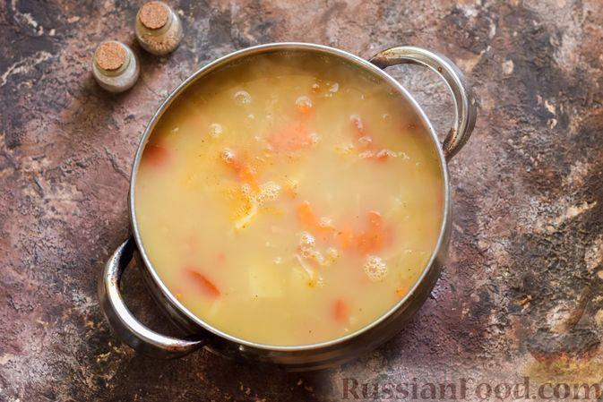 Фото приготовления рецепта: Овощной суп с фасолью и капустой - шаг №12
