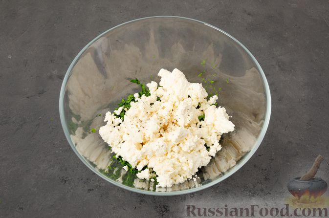 Фото приготовления рецепта: Кутабы с начинкой из творога и зелени - шаг №9