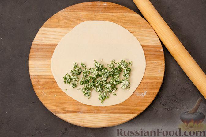 Фото приготовления рецепта: Кутабы с начинкой из творога и зелени - шаг №13